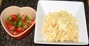 macaroni cheese with salsa