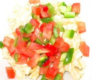 macaroni_cheese_topped_with_salsa