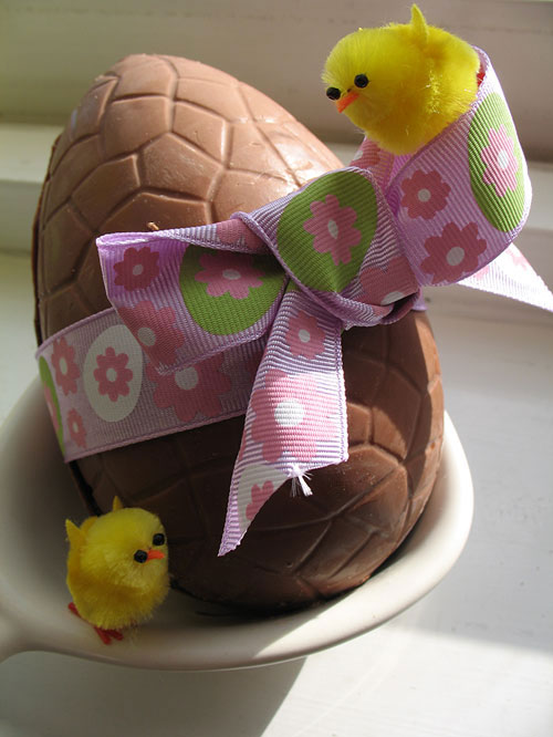 Chocolate Easter Egg, with bow and chicks