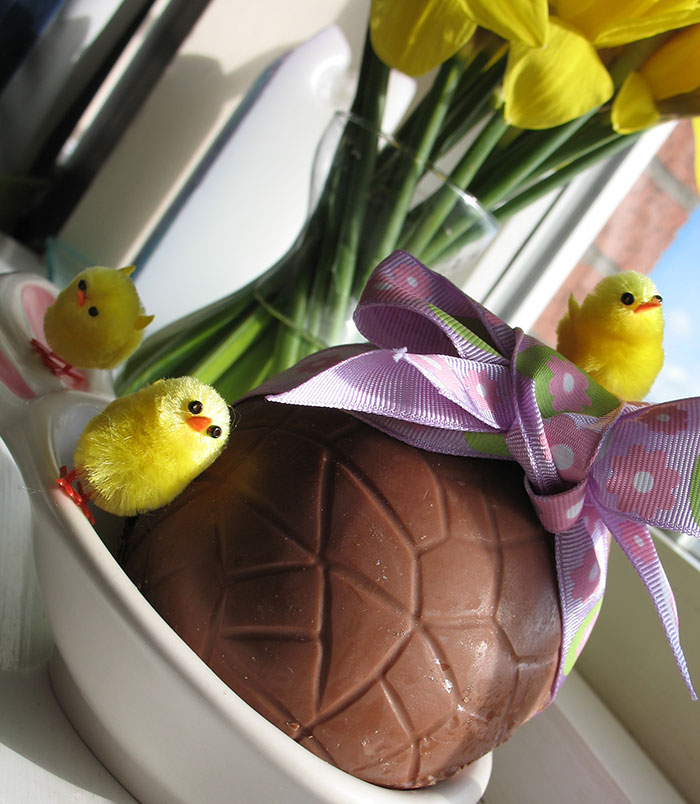 Easter Eggs with chicks and daffodils