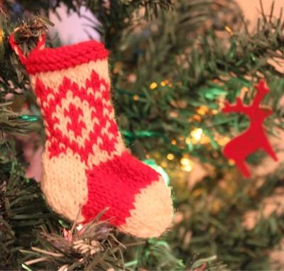 Knitting a Mini Christmas Stocking – Lauren Gemmell